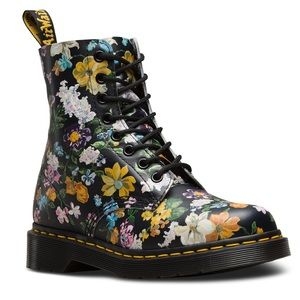 Dr. Martens BRAND NEW!!! Womens 8 Floral 🌼